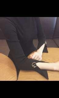🚚 韓版簡約時尚百搭扣環開衩直條黑色上衣