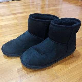 Black Winter Boots with Faux Fur Lining