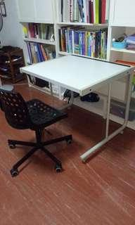 Sitoca multi-purpose work station, with chair on wheels.