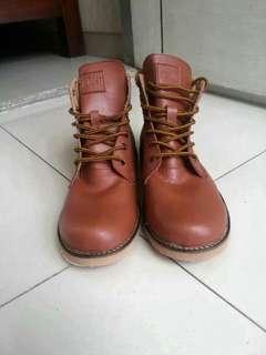 Sepatu Almost Boots cielo tan