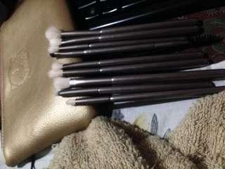 Anne Clutz Eye Essentials Brushes Compete Set.