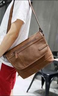 🚚 Instock! Men's brown messenger bag