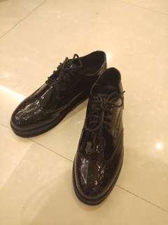🚚 韓製亮面雕皮牛津鞋 23號 #衣櫃大掃除