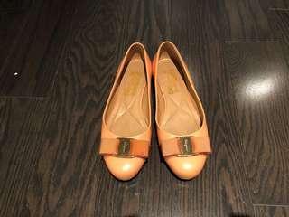 Salvatore Ferragamo Vara Bow Flats - size 4.5