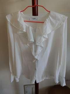 🚚 白色雪紡荷葉邊襯衫