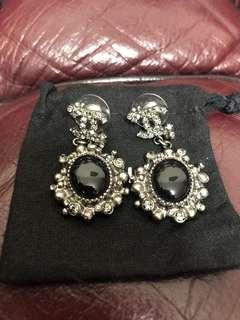 Chanel earring used 98% new