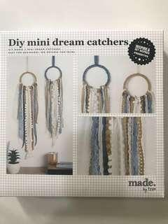 DIY mini dream catchers (by TYPO)