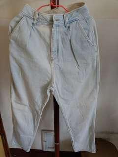 🚚 GU高腰牛仔褲