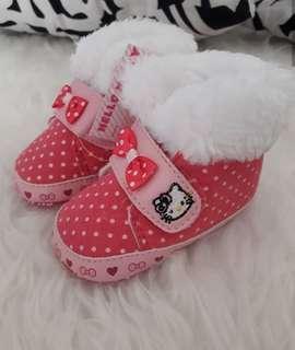 sepatu bayi hello kitty