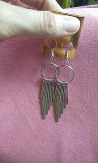 Dangling classy earrings