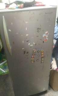 Kulkas 1 pintu panasonic & dispenser