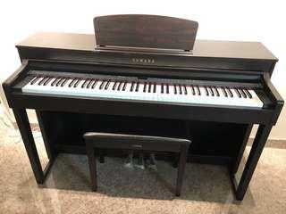 Yamaha Piano CLP 430 (Used)
