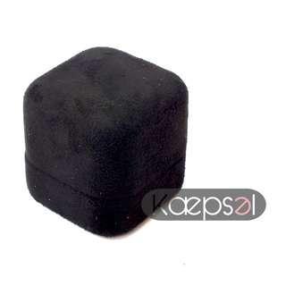 Black Furry Ring Box (Jett Box)