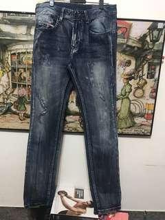 🚚 義大利製Diesel Larkee 刷破牛仔褲,W32吋長102,管16公分