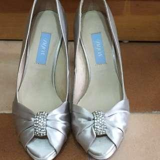 DYOS wedding shoes