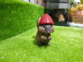 🚚 紅毛帽 帽子 松鼠 扭蛋