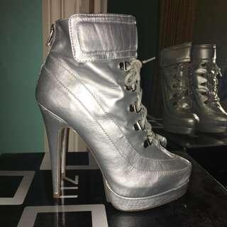 Zu Moon Boots