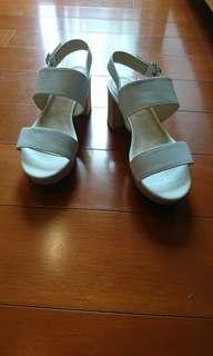 ❗全新❗AS 寬版一字繫帶造型羊皮粗跟涼鞋-流行白