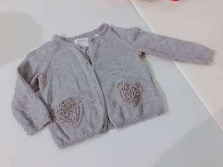 🚚 Zara baby 80cm灰色針織愛心口袋開襟衫