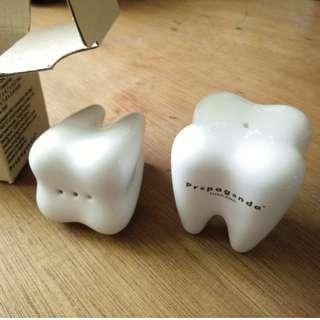 🚚 牙齒模型的胡椒和鹽罐子 (送給牙醫的理想小禮物)