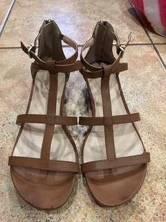 Kenneth Cole Reaction brown tan sandals