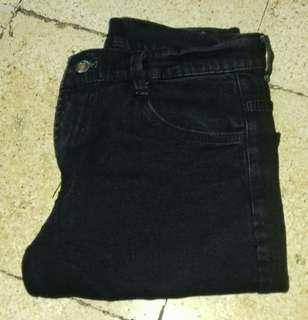#maups4 Celana levis hitam