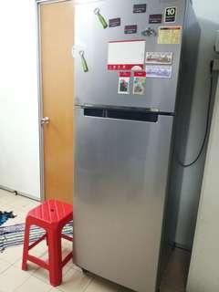 Refrigerator/peti sejuk