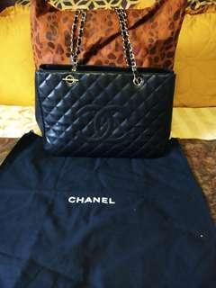 Preloved Chanel Gst caviar leather!  With holo!!