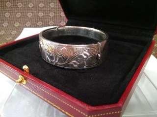 UK Antique 1944 Sterling Silver Bracelet/ Bangle with Red Box, K.Ltd (Kirwan & Co Ltd), 28.7g, 6.3cmx5.8cm Diameter, 1.9cm Thickness, Birmingham English, Full UK Hallmarks, 英國古董純銀手鈪連特色紅盒  www.silvercollection.it/englishsilvermarksXK.html