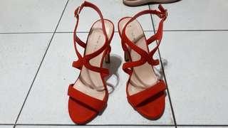 Sepatu high heels merah new look