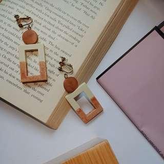 雙色造型木頭可愛耳環(可改夾)