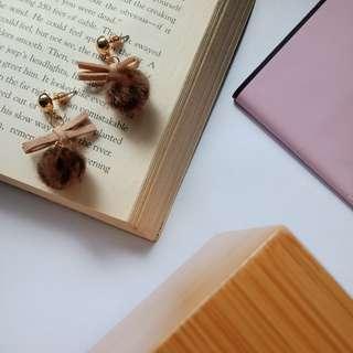 秋冬必備豹紋毛球蝴蝶結氣質耳環