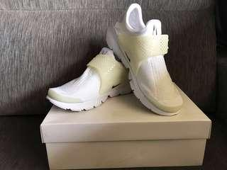 Authentic Nike Sock Dart SP in White