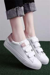 🚚 Minimalist Korean style Velcro sneakers / shoes / white shoes po