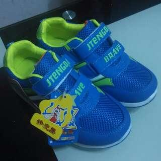 兒童鞋     child shoes