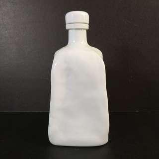 Seizan Kiln Bluish White Porcelain Bottle with Cap