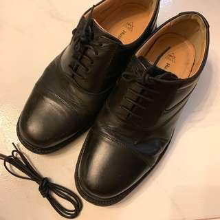 Hush Puppies Black Leather Shoe