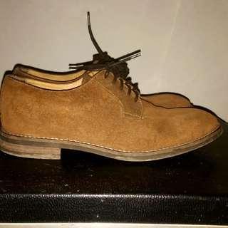 Sepatu bahan suede