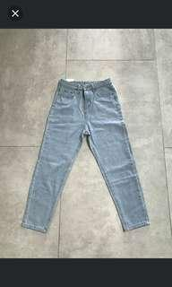 Mom Jeans in Light Wash