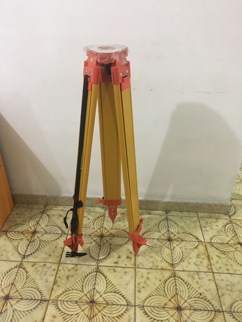 Leica 394752 Gst20 9 Telescopic Wooden Tripod For Geological Survey