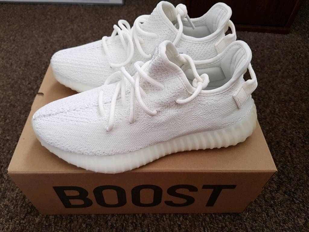 6b1808af6 Like NEW Authentic Yeezy Boost 350 V2 Triple White us9.5
