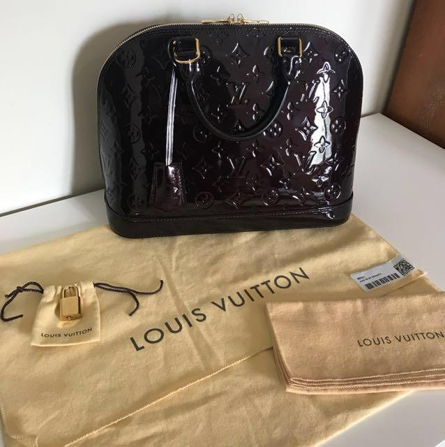 Preloved Authentic Louis Vuitton Alma Pm Monogram Vernis Leather In Amarante With Strap Fesyen Wanita Tas Dompet Di Carousell