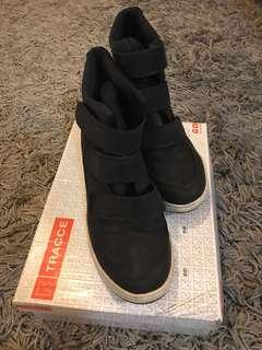 🚚 Tracce Sneakers with Heels