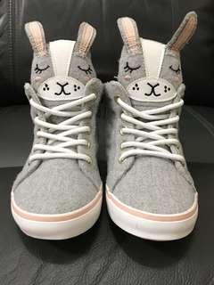 🚚 Old Navy bunny 兔寶寶高筒鞋 toddler size 6