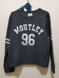 Sporty Grey Sweater Moutley Woman