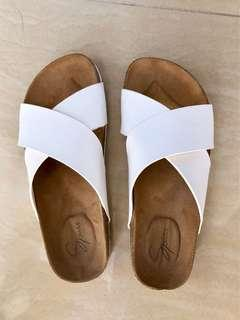 Spurr White Sandal Slides