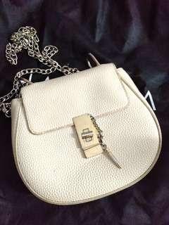 Texture chain shoulder bag