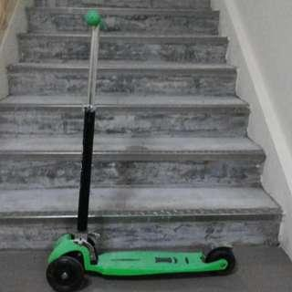 Green skate scooter Very good condition