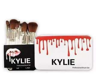 Kylie brush