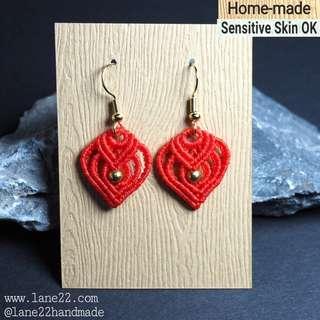 Queen of hearts macrame handmade earrings in red
